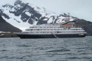 Круїзний лайнер сів на мілину в Антарктиді