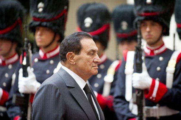 Революція в Єгипті: Мубарак сховався від безладів в готелі на курорті