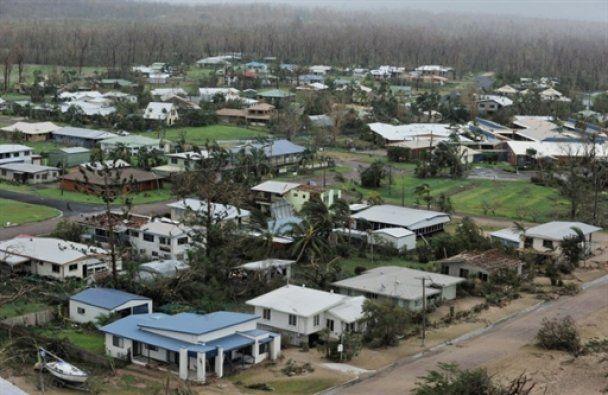 В Австралии бушует сильнейший за сто лет циклон
