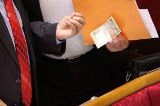 Зарплаты донецких чиновников выросли почти вдвое
