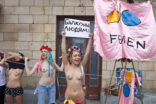 """FEMEN провели """"КАкцию"""" против """"Давосского проноса"""""""