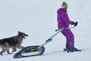 Канадец изобрел персональный мини-тягач для лыжников (видео)