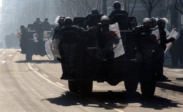 """До Сербии докатился """"День гнева"""": тысячи людей на улицах, оружие наготове"""