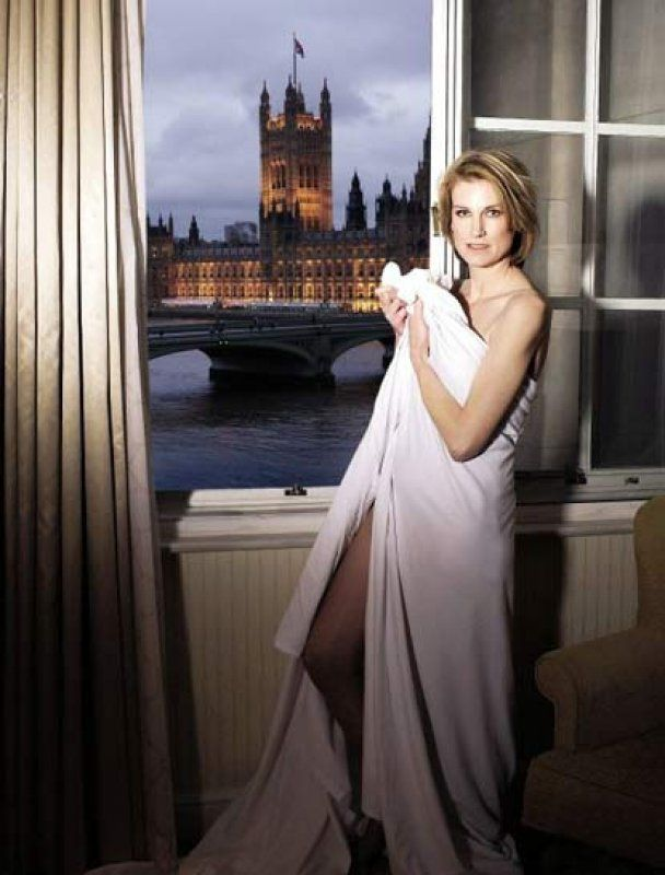 Жена британского политика испортила карьеру мужа разговорами о сексе