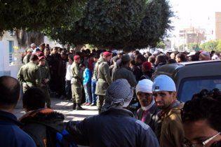 Поліція Тунісу відкрила вогонь по демонстрантах