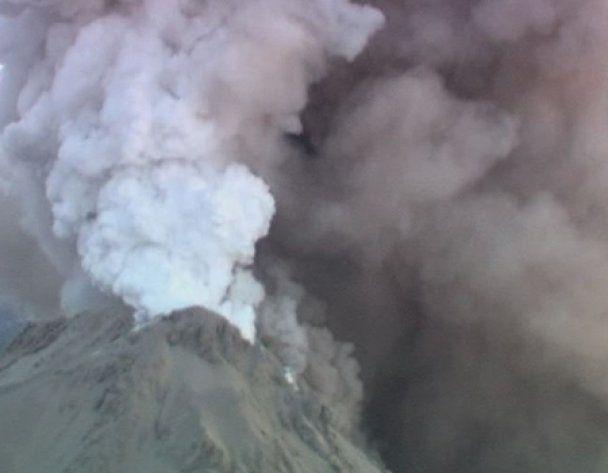 Вулкани Камчатки розлютилися: оголошено помаранчеву ступінь загрози