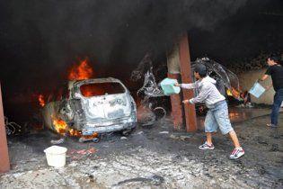 Натовп невдоволених мусульман розгромив місто в Індонезії