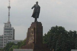 Заради Євро-2012 з центральної площі Харкова прибрали Леніна (відео)