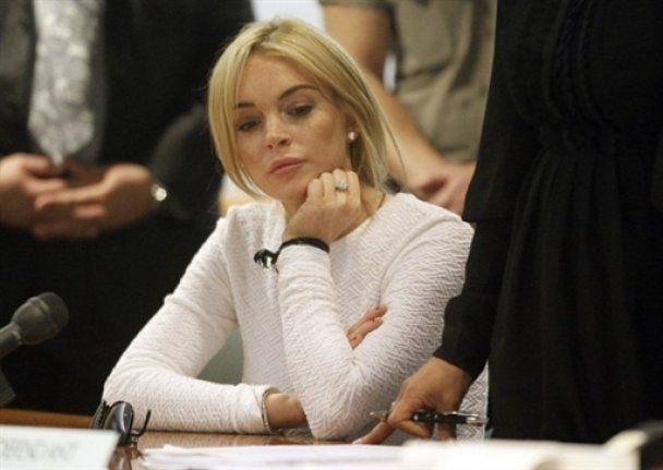 Ліндсей Лохан заробила 25 тисяч на домашньому арешті