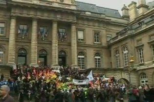 Французькі судді на критику Саркозі відповіли страйками
