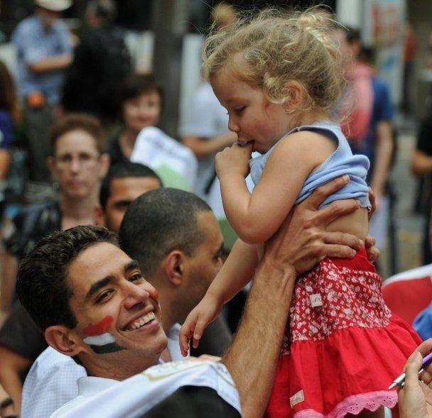 Єгипет всю ніч святкував відставку Мубарака