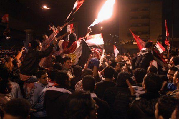 Египет всю ночь праздновал отставку Мубарака