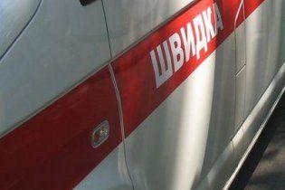У Донецьку хлопець загинув через обвал козирка під'їзду будинку