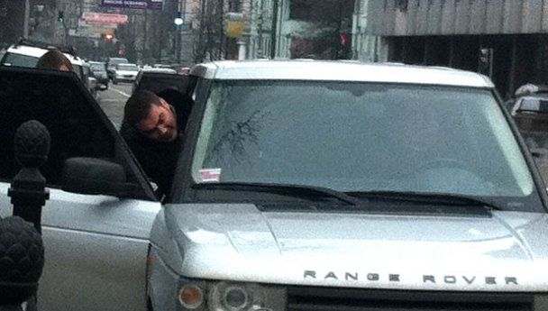 """Син Януковича пересів з джипа Ющенка назад на Mercedes-""""кубик"""""""