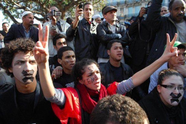Протести перекинулися з Єгипту на Алжир: сотні заарештованих
