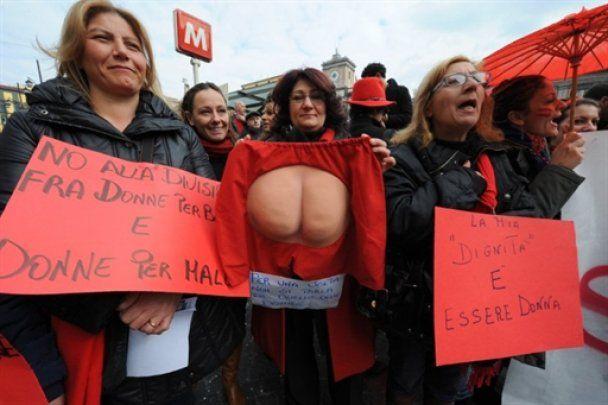 Подробиці оргій Берлусконі: прем'єр-міністра розважали лесбійськими іграми