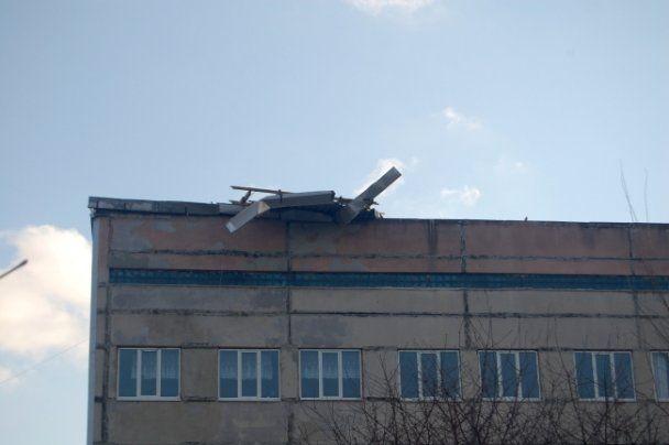 У Миколаєві буревій зривав дахи і ламав дерева