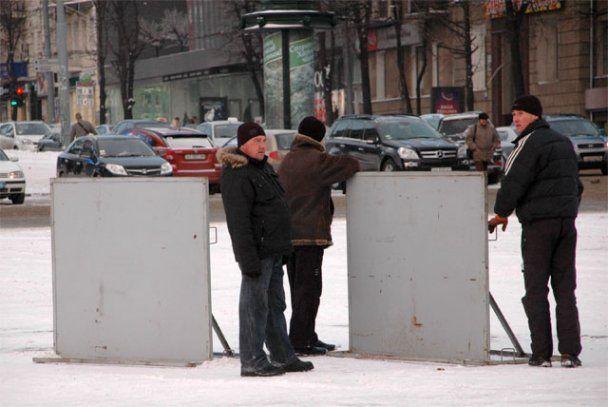 Харьков встретит Януковича щитами