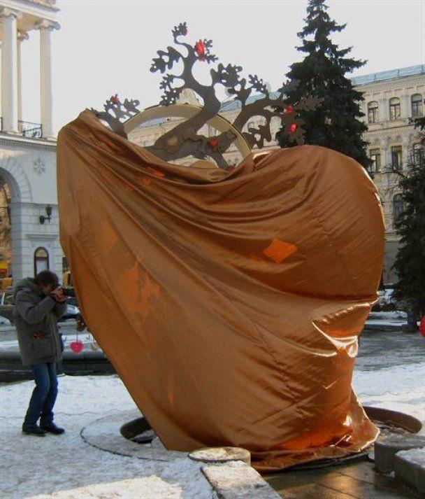 На Майдані Незалежності розквітло дерево кохання