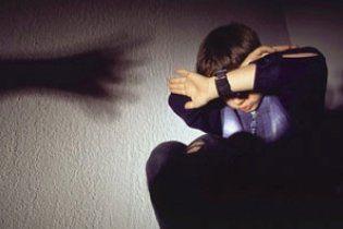 Директор психбольницы десять лет насиловал своего приемного сына