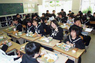 У Японії отруїлося майже 1000 школярів
