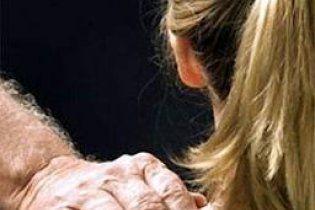 Поліцейські зґвалтували 14-річну дівчинку у відділку, а потім повісили на дереві