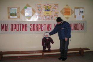 Из-за закрытия украинской школы в Донецке родители угрожают самосожжением