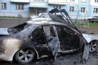 У Берліні третю ніч поспіль невідомі зловмисники підпалюють автомобілі