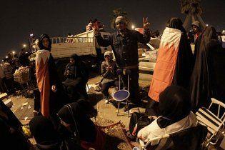 На головній площі Бахрейну мирний антиурядовий мітинг тривав всю ніч