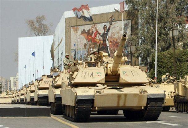 """В Каире тысячи людей собрались на """"Марш победы"""""""