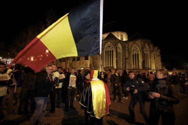 Годовщину политического кризиса в Бельгии отметили массовым раздеванием