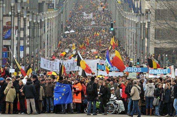 Річницю політичної кризи в Бельгії відзначили масовим роздяганням