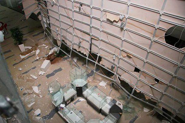 В Києві у торговому центрі Sky Mall обвалилася стеля