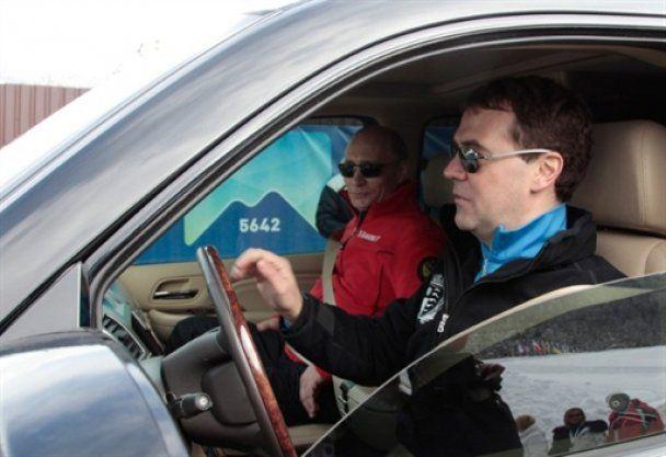 Мєдвєдєв і Путін покаталися на лижах в Сочі