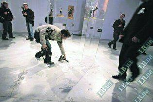 Фотограф, засмотревшись на Герман, едва не разбил ценную статуэтку Дега