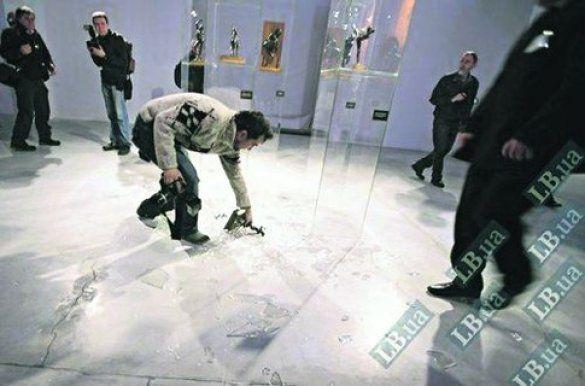 Фотограф, задивившись на Герман, ледь не розбив статуетку Дега
