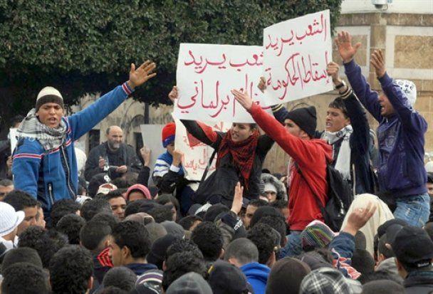 На тлі нових зіткненнь у Тунісі, прем'єр-міністр здався і пішов у відставку