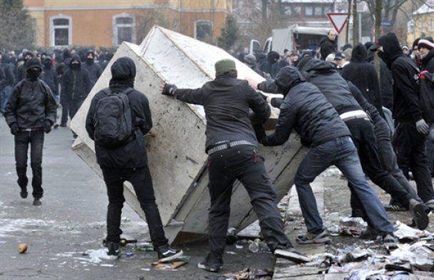 Неонацистський марш в Дрездені завершився масовою бійкою