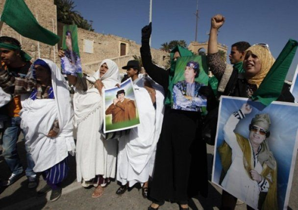 """В Ливии продолжается """"настоящий ад"""": Каддафи отправил сына успокоить оппозицию"""