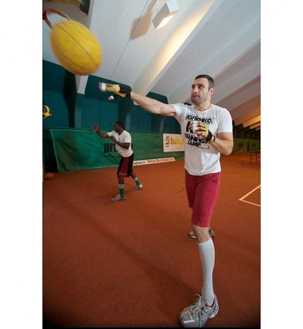 Виталий Кличко готовится к бою с Солисом