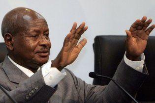 67-летний президент Уганды стал звездой хип-хопа (видео)