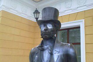 Пам'ятник Пушкіну в Одесі обмалювали свастиками