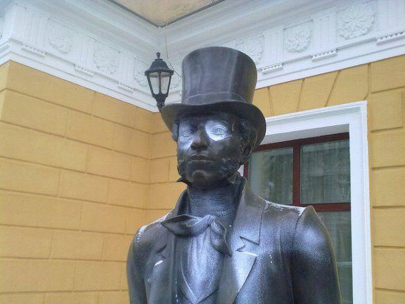Спаплюжено пам'ятник Пушкіну