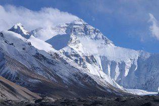 Непальский 82-летний экс-министр скончался во время восхождения на Эверест