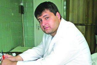 Киевского врача, который вывез больных на кладбище и бросил умирать, посадили