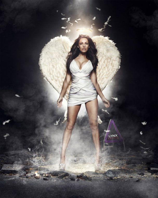 Падший ангел Келли Брук рекламирует дезодорант
