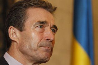 Расмуссен визнав, що НАТО не вистачає літаків для проведення операції в Лівії
