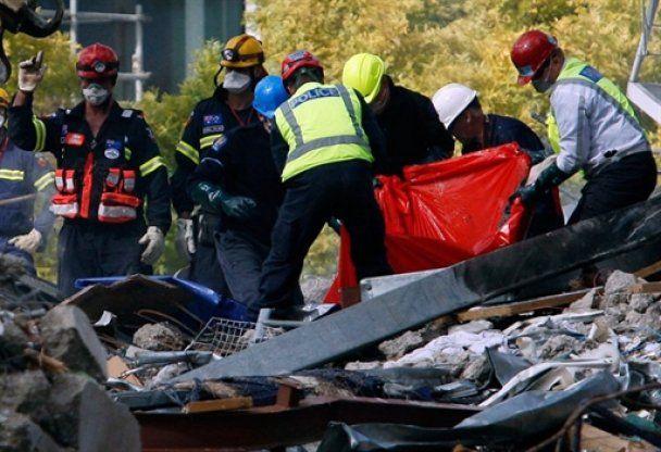 Последствия землетрясения в Новой Зеландии: погибших уже 147, живые спят в школах и на ипподромах