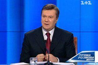 Янукович заявил, что СМИ ругают его за деньги