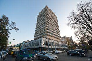 """Парламентський готель """"Київ"""" закупив  італійські дивани за 50 тисяч гривень"""